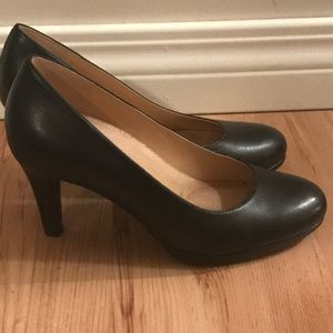 Naturalizer heels in great condition!